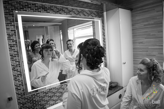 Brides gets ready in mirror